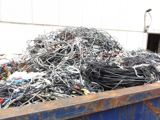 増えていくケーブル達、どうしてますか?
